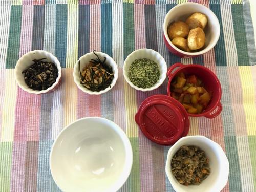 お茶碗に盛ったご飯が美味しく食べられるおかずを簡単に。 copy